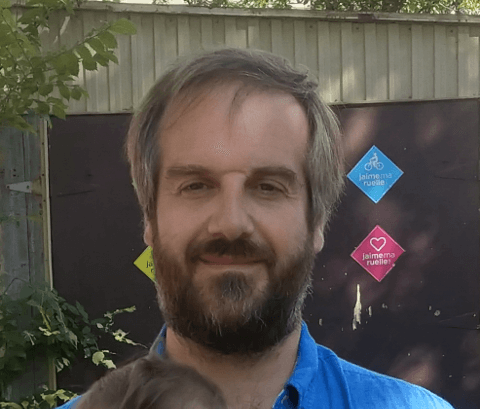 Hugo Soucy (In French) FLOSS , IndieWeb , Peer-to-peer , Emacs , shell scripts , Syncthing , JavaScript , politics without politicians, reading , cycling and sandwiches